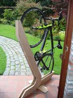 Vertical bike mount