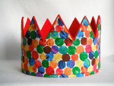 La corona de cumpleaños rojo de multi-punto de oruga muy hambrienta, el sombrero de cumpleaños la oruga muy hambrienta, la corona de la oruga muy hambrienta