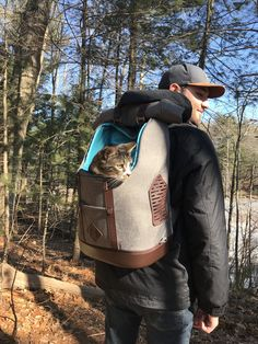 Looks like the Rucksack is cool for cats too! Who else has an adventure cat who loves the outdoors? Biking With Dog, Adventure Cat, Commute To Work, Daily Walk, Pet Carriers, Pet Health, Training Your Dog, Health And Safety, Travel Style