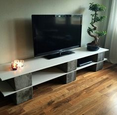 Diy tv stand ideas tv table tv wall mount ideas modern and chic tv stand pl Cinder Block Furniture, Tv Furniture, Cinder Blocks, Concrete Blocks, Wooden Blocks, Tv Stand Plans, Flat Screen Tv Stand, Swivel Tv Stand, Diy Tv Stand