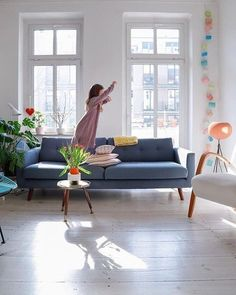 Die schönsten Sofas unter 1.000 Euro   SoLebIch.de Foto: Siglinchen #solebich #wohnzimmer #ideen #skandinavisch #Möbel #Einrichten #modernes #wandgestaltung #farben #holz #dekoration #Wohnideen #Einrichtung #interior #interiorideas #livingroom #sofacompany #sofa #mid #century #sofa