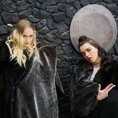 Game of Thrones: Sophie Turner and Maisie Williams Maisie Williams Sophie Turner, Best Young Actors, Teen Awards, Game Of Throne Actors, The North Remembers, Lauren Cohan, Sansa Stark, Arya, Beautiful Celebrities