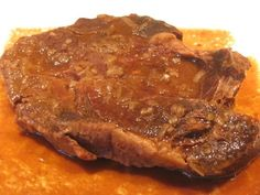 Ceci est ma viande préférée! RÔTI DE PALETTE À L'OIGNON -1 rôti de palette environ 2-3 lbs -1 sachet de soupe à l'oignon -1 bte (10 on) c...