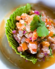 Imponer med ceviche til middag Seafood Recipes, Mexican Food Recipes, Appetizer Recipes, Cooking Recipes, Ethnic Recipes, Clean Eating, Healthy Eating, Sashimi, How To Make Ceviche
