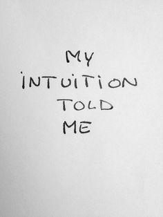 A minha intuição atraiçoa-me. Fala comigo. Diz-me coisas que eu não quero ouvir. A minha intuição continua a repetir-me aquilo que eu não quero lembrar.  A minha intuição é a minha maior inimiga. Ela é meiga, compreensiva, tudo acata e defende. Tão calma que me irrita. A minha intuição é crédula e tem bom feitio. Eu não.