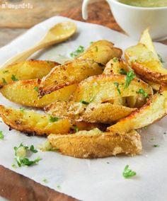 Las patatas son la guarnición más socorrida…hoy os traigo unas con una vinagreta al limón que yo sirvo con pescados, pero también pueden acompañar a pollo, carne… Ingredientes (4 personas): 500 grs. patatas (*), cortadas a lo largo en 6-8 … Sigue leyendo →