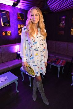 De leuke outfit van Jenny Elvers tijdens de heropening van Tivoli Cologne op 27.03.18