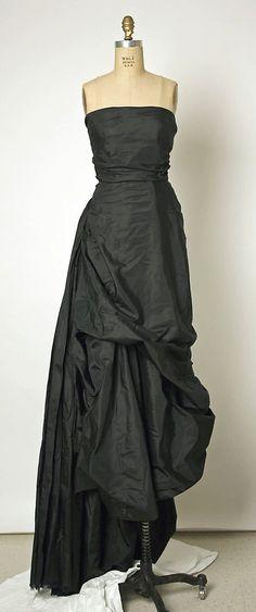 Dress, Evening  House of Balenciaga  (French, founded 1937)  Designer: Cristobal Balenciaga (Spanish, 1895–1972) Date: 1952 Culture: French Medium:   http://beautifuldress.lemoncoin.org