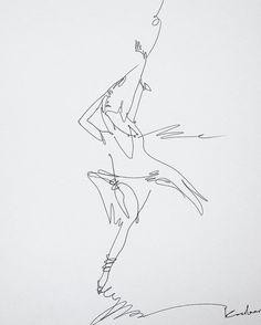 """Когда рисуют дети они рисуют одной линией. Просто берут и делают рисунок. Взрослые говорят- """" эта линия не правильная. У тебя не котик а бегемотик"""". И ребёнок начинает сомневаться и теряет свободу. Начинаются обрывистые линии.... И порой длинною во всю жизнь. Люблю вас! Рисуйте свою жизнь свободной линией! #скетчбук #наброски #артконовалова #style #womenstyle #linegraphic #sketching #dance #life #love #happy #art #topcreator"""