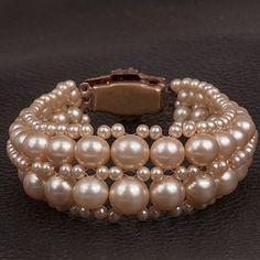 1940s Pearl Bracelett with diamante clasp