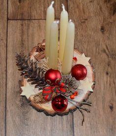 Christmas Table Centerpieces, Christmas Table Settings, Christmas Tablescapes, Christmas Candles, Rustic Christmas, Xmas Decorations, Handmade Christmas, Outdoor Christmas Planters, Christmas Advent Wreath