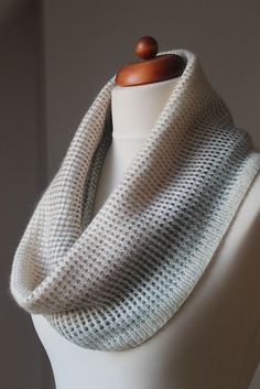 This has an interesting pattern! it uses a solid yarn and a gradient one. They are put together to create a grid. __Ravelry: Gradient Cowl pattern by Anna Stasiak