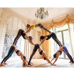 Beautiful photos of Couples doing Acrobatic Yoga! Balance and trust to provide to a relationship. You and your partner should try these out Acro Yoga Poses! Group Yoga Poses, Acro Yoga Poses, Partner Yoga Poses, Yoga Fitness, Sport Fitness, Workout Fitness, Yoga Pictures, Yoga Photos, Yoga Inspiration