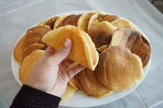 Endelig har jeg fått den originale oppskriften på ferge sveler!! - Funkygine Baked Pancakes, Pretzel Bites, Snack Recipes, Snacks, Bon Appetit, Beverages, Food And Drink, Chips, Sweets
