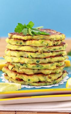 Italian-inspired zucchini fritters with ricotta cheese, garlic, scallions, Parmesan and lemon to flavor them up. Even zucchini haters will love them! Wine Recipes, Vegan Recipes, Cooking Recipes, Ricotta Fritters, Ricotta Pancakes, Crepes, Good Food, Veggies, Healthy Eating
