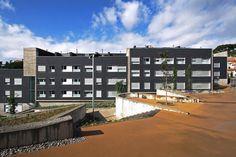 55 Social Dwellings in Can Jordana / Conxita Balcells Associats S.L.P