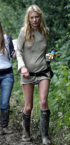 2005: Who cares if she has no bra on? She doesn't. | A History Of Kate Moss At Glastonbury
