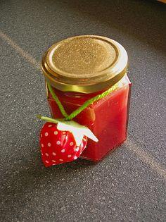 Erdbeermarmelade mit weißer Schokolade Jam Recipes, Diy Food, Smoothies, Salsa, Brunch, Strawberry, Food And Drink, Honey, Jar