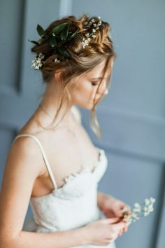 Pretty Bridal hairstyle Light grey wedding gown | itakeyou.co.uk #weddingdresses #weddinggown