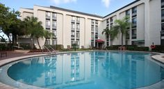 Hampton Inn Ft. Lauderdale-Cypress Creek Fort Lauderdale Moments from Fort Lauderdale's beautiful beaches and close to the international airport, this hotel offers comfortable accommodations and modern amenities, and is an ideal location for exploring the surrounding area.