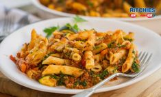 We all need our daily fix of vegetables, and our 7 vegetable beef pasta bake certainly hits the mark. Such an easy ways to get the family to eat veggies. Pasta Recipes For Two, Easy Healthy Pasta Recipes, Pasta Recipes Video, Creamy Pasta Recipes, Vegetarian Pasta Recipes, Easy Pasta Dishes, Baked Pasta Recipes, Pasta Dinner Recipes, Chicken Pasta Recipes
