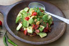 Avocadosalat aus Myanmar -  https://asiastreetfood.com/rezepte/avocadosalat-aus-myanmar/