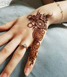 Finger Henna Designs, Henna Art Designs, Mehndi Designs For Beginners, Modern Mehndi Designs, Mehndi Design Photos, Wedding Mehndi Designs, Mehndi Designs For Fingers, Beautiful Henna Designs, Latest Mehndi Designs