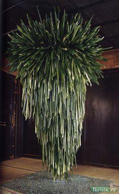 DANEIL OST - Google Search Daniel Ost, Art Floral, Deco Floral, Green Chandeliers, Floral Chandelier, Modern Floral Design, Flora Design, Unique Flower Arrangements, Unique Flowers
