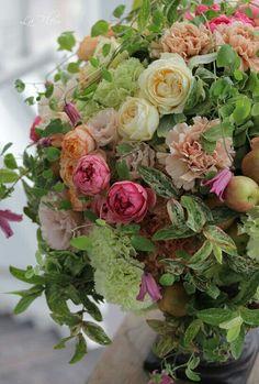 Bouquet Of Roses - Beautiful Flower Arrangements and Flower Gardens Rose Arrangements, Beautiful Flower Arrangements, Fresh Flowers, Beautiful Flowers, Elegant Flowers, Pastel Flowers, Deco Floral, Floral Design, Flower Designs