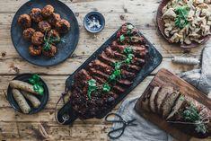 Seitan. Leckerster, proteinreichster Fleischersatz, den wir eigentlich nicht so nennen möchten. Wir zeigen dir, wie du die besten Würstchen zauberst, mit dem köstlichsten Braten angeben kannst und warum Seitan weder ungesund, noch teuer sein muss. #praiseseitan