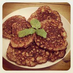 Quinoa breakfast patties with apple, cinnamon and raisins.. <3