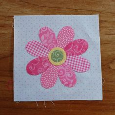 Tutorial on appliques made simple. For quilting, but I like the style for Scrapbooking and other paper art projects.