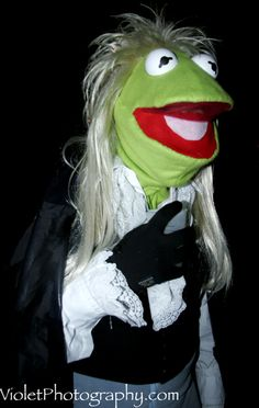 OMG LABYRINTH <3 Two of my favorite things...Kermit & Labyrinth.  haha