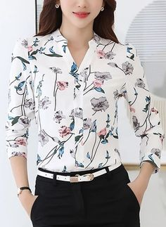Blusas Floral Informal de Poliéster Decote V Manga comprida Casual Work Outfits, Work Attire, Blouse Styles, Blouse Designs, Sleeves Designs For Dresses, Shirt Blouses, Shirts, Blouses For Women, Fashion Outfits