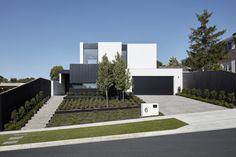 Sync is a Melbourne-based residential, commercial and interior design practice. If you've recognised the potential in your project, let Sync help you realise it. Modern Exterior, Exterior Design, Melbourne House, House Goals, House Front, Custom Homes, Design Projects, Beautiful Homes, Modern Design