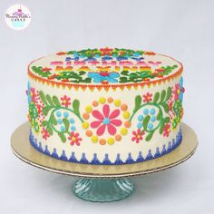 Mexican embroidery inspired cake for a fiesta-themed party (swipe for more pictures of the cake) Fiesta Theme Party, Taco Party, Mexican Fiesta Cake, Mexican Themed Cakes, Mexican Cakes, Mexican Party, Mexican Birthday Parties, Quinceanera Cakes, Mexican Embroidery