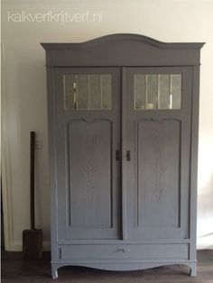 Krijtverf Colorful Furniture, Furniture Decor, Painted Furniture, Armoire, French Grey, Tv Cabinets, Diy Painting, Cupboard, Old Things