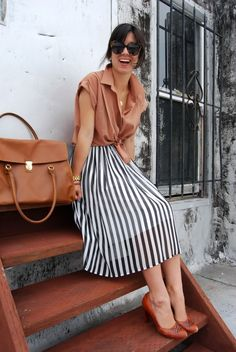 Black and white bold stripe skirt---very fashionista! Modest Outfits, Modest Fashion, Cute Outfits, Skirt Outfits, Looks Style, Style Me, Simple Style, Cooler Style, Stripe Skirt