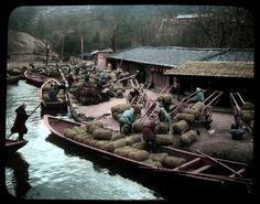 Unloading a cargo, ca.1900-1910 by Tamamura Kozaburo