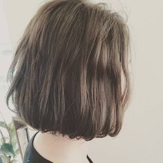 透け感グレージュ🙆🙆 髪の毛がペタんとしやすい人でも、エアリーな質感が出てふんわりみえます♥ #グレージュ#ブルージュ#アッシュ#アッシュカラー#ヘアカラー#アディクシー#アディクシーカラー#addicthycolor #美容師#ショート#ボブ#外国人風カラー#外国人風ウェーブ#守口#beleef