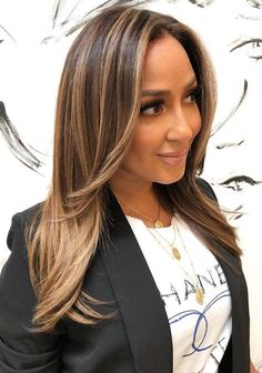 Fantastic ideas of caramel hair color trends to try nowadays. This color looks like brunette and blonde. We can say it is some where between these both hair colors. But its beautiful highlight always distinguish it. Just see here for amazing highlights of this beautiful color and try these best shades in 2018.