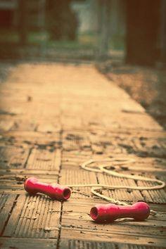 Yeniden bulduğum çocukluğumdun sen ,/  En masum düşlerin saklı kaldığı ,/ Neden böyle çabuk geçer sanki , / Kalır dilimizde sadece elma şekeri tadı ,... - Zeynep Grc ( Lâl)
