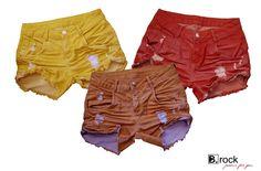 Preocupada com o meio-ambiente, a B. Rock usou um tecido desenvolvido pela Vicunha Têxtil com composição de 100% poliéster reciclado produzido a partir de garrafas PET: o ECO-D. O tingimento é exclusivo feito com uma combinação de corantes e glicose que é biodegradável, absorve e fixa melhor a cor no tecido e reduz em 80% o consume de água. Ecofashion Ecologia Color Denim