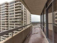 14 Greenway Plz Houston, TX 77046: Photo