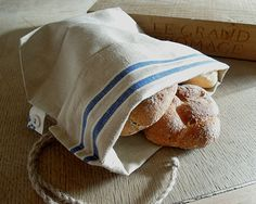Add a little 'french style' to your picnic with this handmade bread bag made from vintage mangle cloth. The bag has been designed to. Diy Xmas Gifts, Stale Bread, Yeast Bread, Bread Bags, Linen Bag, Love Sewing, Creative Thinking, Blue Bags, Zero Waste