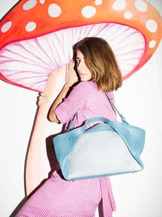 Eva Blut - Corolla Tate Small in pigeon blue - Photo: Maria Ziegelböck Pigeon, Leather Bag, Blue, Accessories, Leather Bags, Ornament