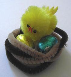 Easy Pipe Cleaner Crafts | This pipe cleaner nest is a quick and easy Easter craft for kids of ...
