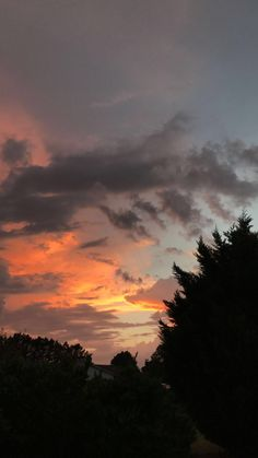 I likeneat girl.but that not point Pretty Sky, Beautiful Sky, Sunset Wallpaper, Wallpaper Backgrounds, Cloud Photos, Most Beautiful Wallpaper, Look At The Sky, Sky Aesthetic, Sunset Pictures