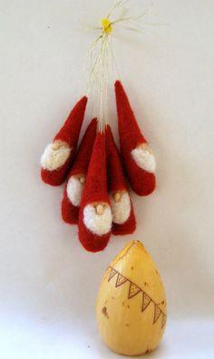 Weihnachtsschmuck Gnomen  Waldorf inspirierte-rot und weiß