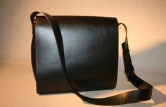 Umhängetasche, Laptoptasche, Schwarz Saddle Bags, Fashion, Laptop Tote, Products, Bags, Leather, Black, Moda, Fashion Styles